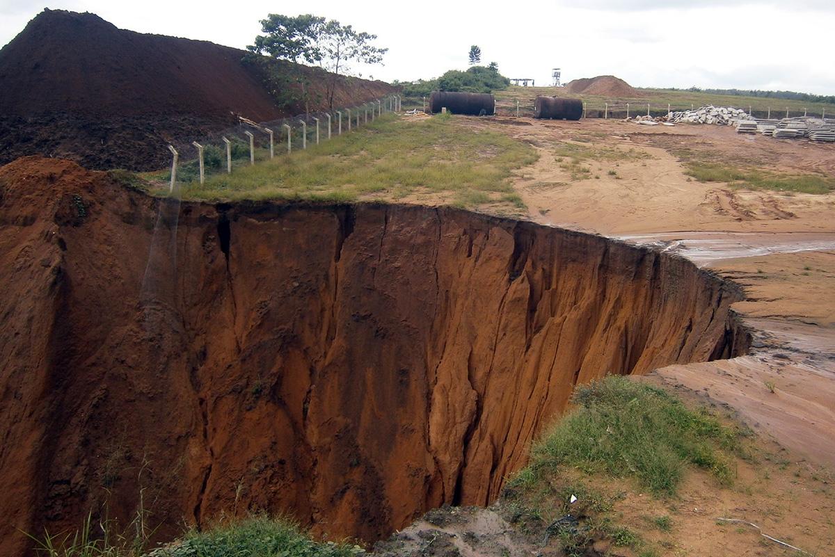 Sistema di protezione e drenaggio di due frane presenti a Calabar